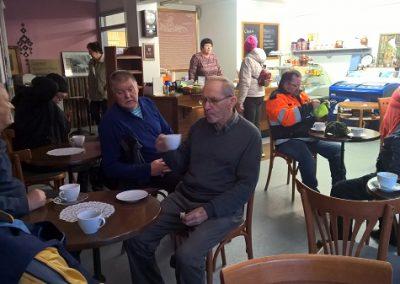 Kahvila Nisunjyvä tarjosi talkooporukalle pullakahvit